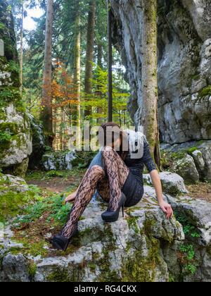 Adolescent aka jeune femme jambes talons