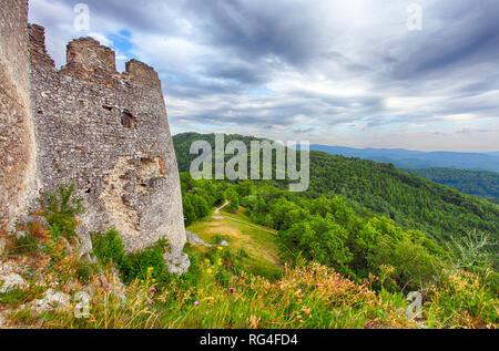 Ruine de château Tematis, Slovaquie nature paysage Banque D'Images