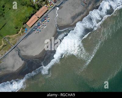 L'INDONÉSIE, Bali, vue aérienne de Yeh Gangga beach Banque D'Images
