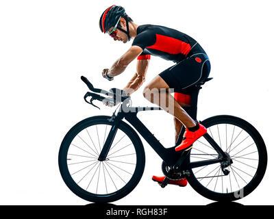 Triathlon Triathlon Vélo Cycliste dans l'ombre silhouette studio isolé sur fond blanc