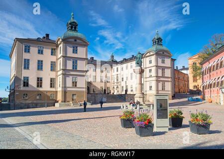 16 Septembre 2018: Stockholm, Suède - Château de Wrangel, qui abrite la cour d'appel, l'île de Riddarholmen. La statue est de Birger Jarl... Banque D'Images