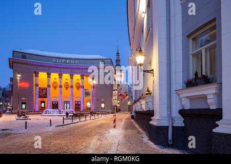 À l'aube dans la vieille ville de Tallinn, Estonie. Banque D'Images