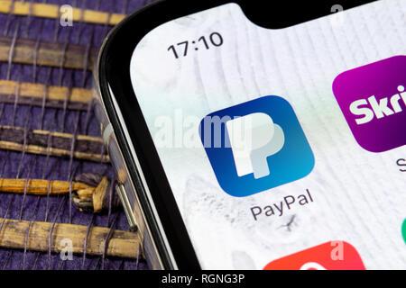 Kaliningrad, Russie, le 5 décembre 2018: l'icône de l'application PayPal sur Apple iPhone X de l'écran du smartphone close-up. Icône de l'application de PayPal. En ligne PayPal est un Banque D'Images