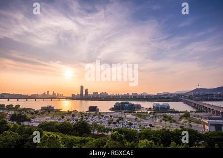 Coucher du soleil dans la ville de Séoul, Parc Hangang Banpo. Banque D'Images