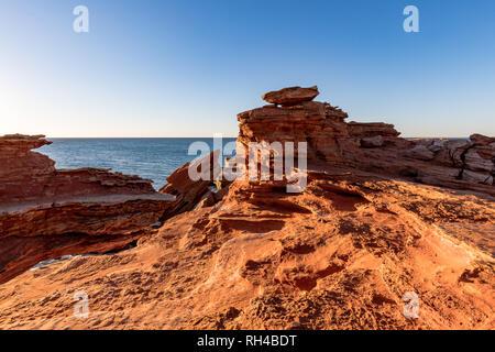 Gantheaume Point au coucher du soleil dans la région de Broome, Australie occidentale, Australie Banque D'Images