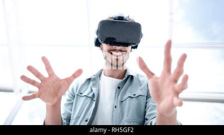 Casque VR pour évaluer l'expérience de l'homme curieux,
