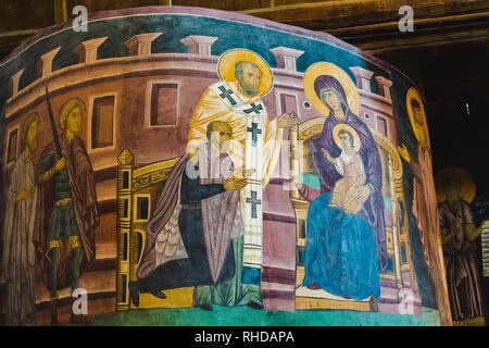 Intérieur de l'église de la Sainte Trinité à Lublin, Pologne. Le roi Ladislas II Jagellon à genoux devant la Sainte Vierge Marie Banque D'Images