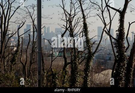 AJAXNETPHOTO. VAL D'OR, FRANCE. - DISTANT TOWERS - QUARTIER D'AFFAIRES DE LA DÉFENSE, PARIS, VU DE LA BANLIEUE PRÈS DE VAL D'OR. PHOTO:JONATHAN EASTLAND/AJAX REF: D60604 945