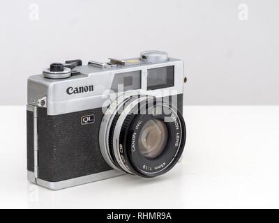 Un exemple de ce classique usagés rangefinder appareil photo, vue de l'intérieur. Le Canonet QL17 de Canon est un appareil photo 35 mm fabriqués pour la première fois en 1972. Banque D'Images