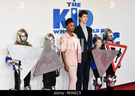 Londres, Royaume-Uni. 06Th Feb 2019. Rhianna Dorris et Angus Imrie arrive à l'enfant qui serait le roi le 3 février 2019 à l'odeon Leicester Square Luxe, Londres, Royaume-Uni. Credit Photo: Alamy/Capital Live News