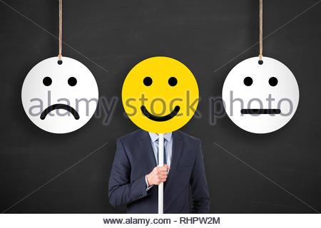 Malheureux et heureux sur tableau arrière-plan Banque D'Images