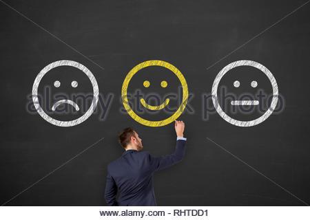 Dessin homme malheureux et heureux Smiley sur tableau noir Banque D'Images