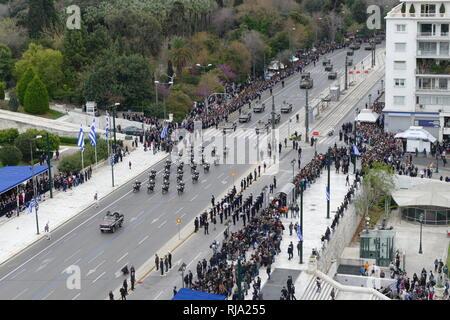 Parade militaire grecque, à Athènes pour les commémorations de l'indépendance 2018. La Grèce est membre de l'Organisation du Traité de l'Atlantique Nord (OTAN). Banque D'Images