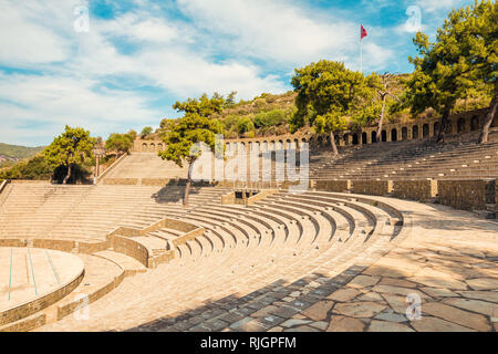 Vue panoramique de l'ancien amphithéâtre à Marmaris Ville. Reconstruit en pierre en plein air théâtre. Marmaris est une destination touristique populaire en Turquie