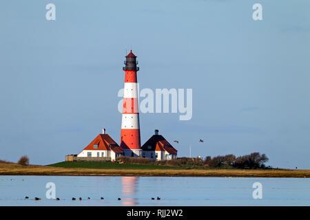 Le phare Westerheversand. Presqu'île d'Eiderstedt, Frise du Nord, Allemagne Banque D'Images