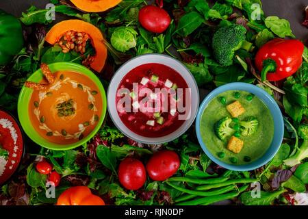 Autre crème de légumes soupes multicolores vue supérieure Banque D'Images