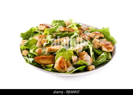 Caesar salade de laitue, poulet et de croûtons isolé sur fond blanc Banque D'Images