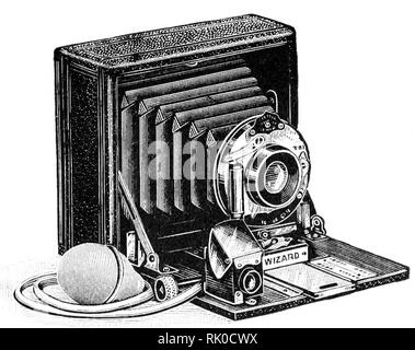 Vintage ancienne plaque photographique appareil photo - cela a été nommé l'Assistant. Ces plaques de verre antique caméras utilisées pour produire le négatif. Banque D'Images