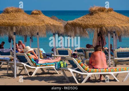 Espagne, Andalousie, province de Malaga, Costa del Sol, sur la plage de Fuengirola. Banque D'Images
