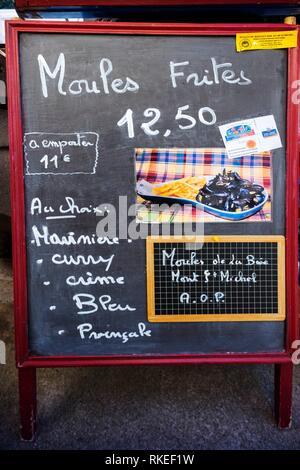La France. L'alimentation. ''Moules Frites'', un repas typique de moules avec des frites.