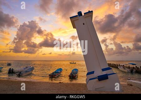 Puerto Morelos sunrise lighthouse en Riviera Maya Maya du Mexique.