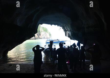 Belle vue sur les Grottes de roche, de l'exploration d'une grotte extraordinaire Banque D'Images