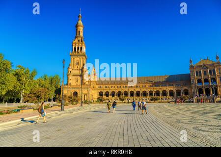 La Plaza de España, Séville, Espagne construit pour l'Exposition Ibéro-américaine de 1929. C'est un exemple marquant de la Renaissance au style néo-Span Banque D'Images