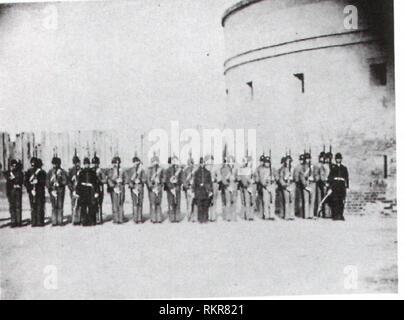 Le Charleston Zuave Les Cadets au Château Pinckney (note: Francis Miller's 1911 'histoire photographique de la guerre civile' Vol 1 'l'ouverture' batailles identifie les 4 officiers en face de gauche à droite, le capitaine C.E.Chichester; le lieutenant E. John White; le lieutenant B.M. Le Lieutenant R.C.Walpole; Gilchrist.