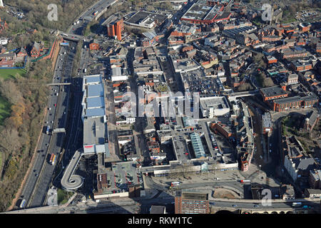 Vue aérienne du centre commercial Merseyway dans le centre-ville de Stockport près de Manchester Banque D'Images