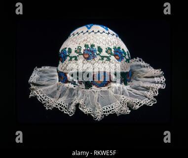 Cap de l'enfant - 19ème siècle - Europe - Origine: Europe, Date: 1801-1900, moyenne: Coton, tricot coton ordinaire avec la dentelle; bordées de linge de maison