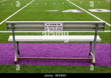 Inscrivez-vous sur terrain de sport Banc Banque D'Images