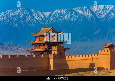 Fort de Jiayuguan est l'extrémité ouest de la Grande muraille construite durant la dynastie Ming (1368 - 1644). C'était une importante forteresse militaire et des waypoint Banque D'Images