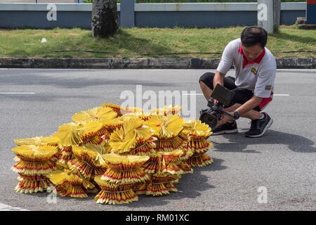 Le culte des ancêtres, brûler en enfer les billets de banque et d'autres formes de joss papier à Penang Sin Quah Chuah's Association, la Malaisie. Banque D'Images