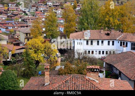 Vue de la ville de l'église de Sveta Nikola dans Koprivstica, Bulgarie