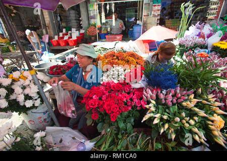 Marché en Kon Zay Tan street, la pagode Sule, centre-ville, Yangon, Myanmar, en Asie Banque D'Images