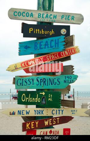 Distance à Cocoa Beach Pier, Cocoa Beach, Floride. Banque D'Images