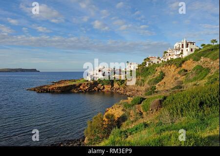 Villas de vacances à Platges de Fornells, station balnéaire, Minorque, Iles Baléares, Espagne, Europe. Banque D'Images