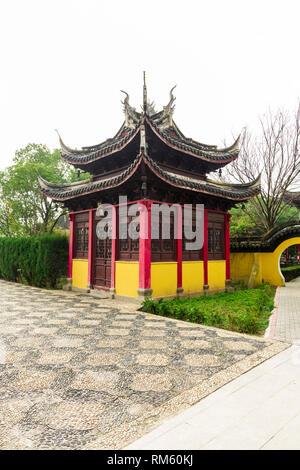 ZHOUZHUANG, Jiangsu, Chine - le 14 décembre 2018: Pavillon à Temple Quanfu qui est l'un des plus importants sites pittoresques dans Zhouzhuang Banque D'Images