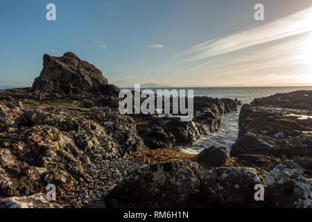 Paysage côtier avec colonnes de basalte (scène) de l'île de Mull sur la côte à plus de à Carsaig Islay et Jura, Ecosse Banque D'Images