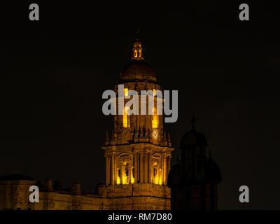 Clocher éclairé la nuit Cathédrale Basilique, Malaga, Andalousie, Espagne