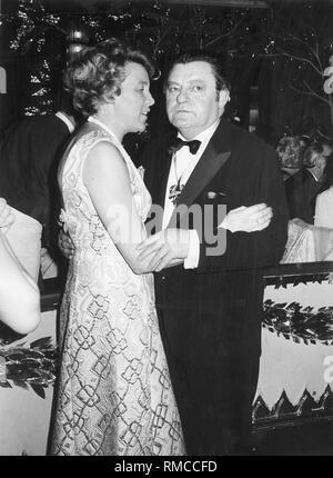 Franz Josef Strauss et son épouse Marianne quand la danse. Banque D'Images