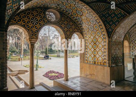 Au Palais du Golestan mosaïque persan
