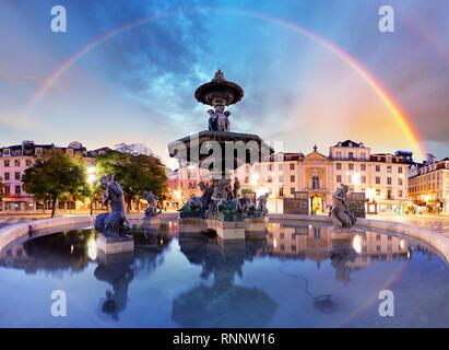 Arc-en-ciel sur la place Rossio à Lisbonne Portugal Banque D'Images