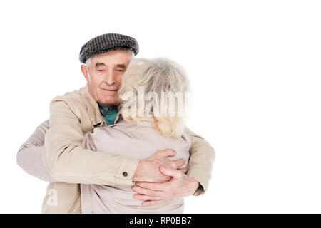 Cheerful retired man hugging épouse isolated on white Banque D'Images