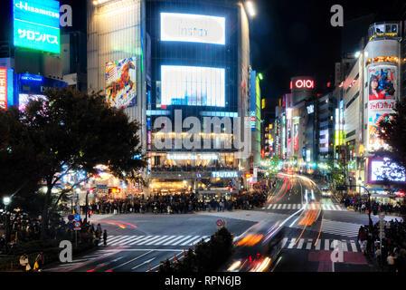 L'exposition lente image de croisement de Shibuya à Tokyo, Japon Banque D'Images