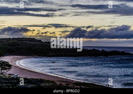 Une belle vue du coucher de Lanai Beach sur l'île de Lanai à Hawaii, USA Banque D'Images