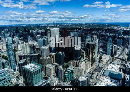 Une superbe vue sur le centre-ville de Toronto et le lac Ontario à partir du haut de la tour du CN à Toronto, Canada