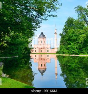 Mosquée majestueuse sur le lac en Allemagne Banque D'Images