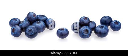 Blueberry isolé sur fond blanc. Une pile de bleuets frais, close-up, collection Banque D'Images