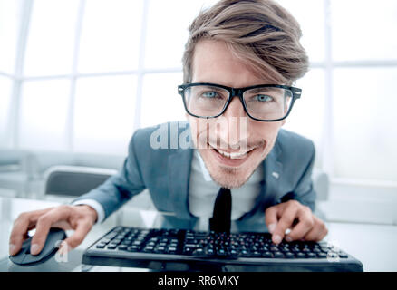Fou à taper sur le clavier de l'homme Banque D'Images